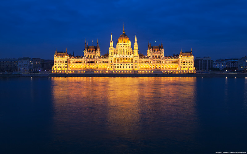 Budapest-Parliament-1920x1200.jpg
