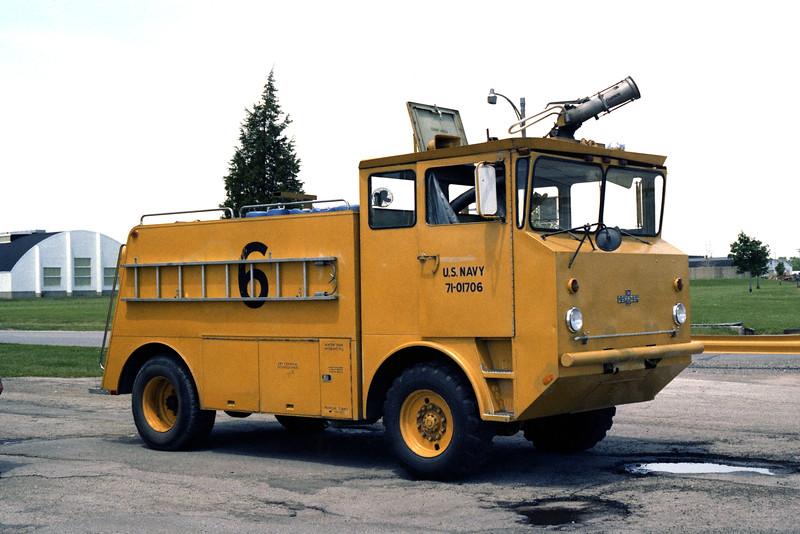 GLENVIEW NAS  CFR 6  1971 OSHKOSH M-1000  750-1000-130.jpg