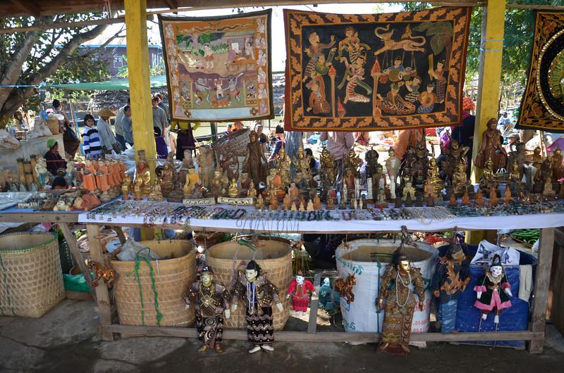 DSC_4334-ywama-floating-market-souvenir-stall.JPG
