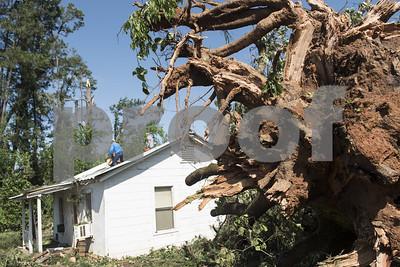 lindale-community-begins-cleanup-after-fridays-tornadoes