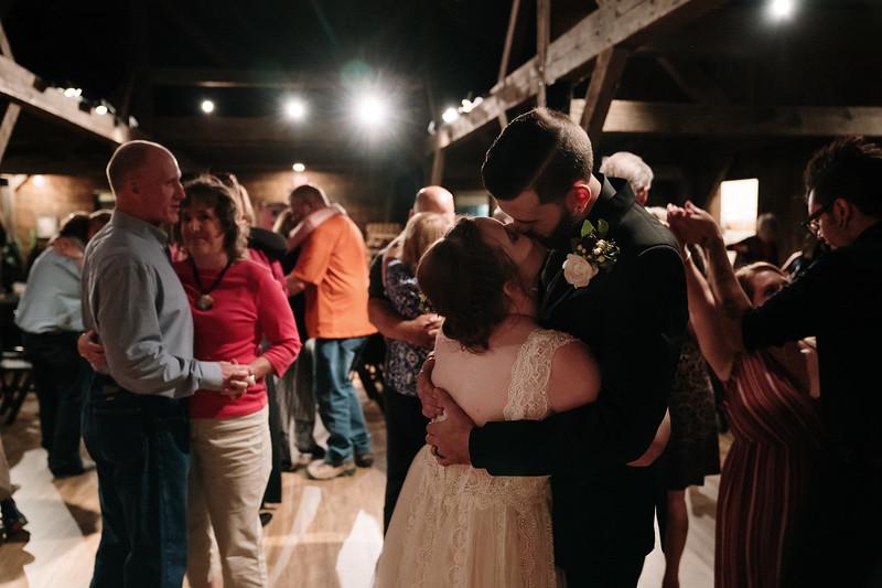 rustic_ohio__fall_barn_wedding-414.jpg