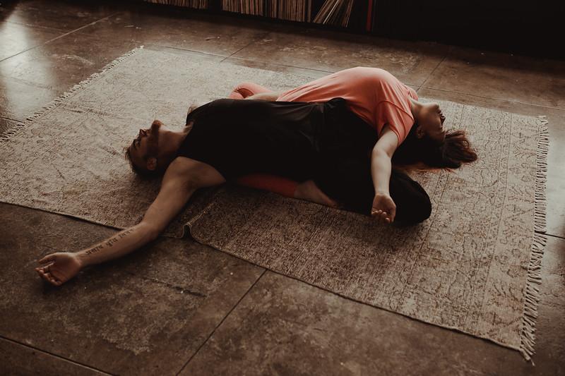 Jenny_Rolapp_Photography_partner_yoga-26.jpg