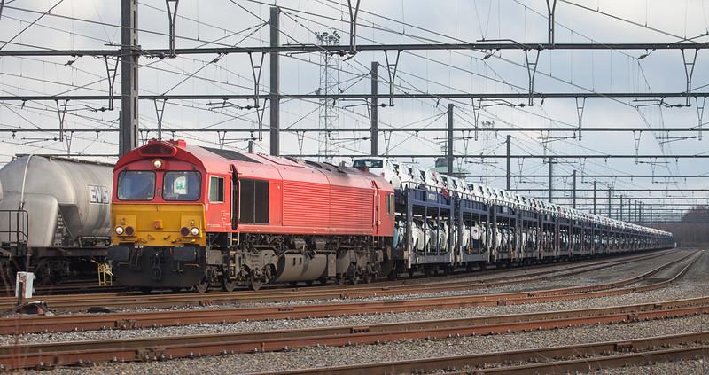 Macquarie European Rail 266 107 (DE 6313) with Mosolf auto train (carrying Fiat 500s) in Montzen near Block 14.