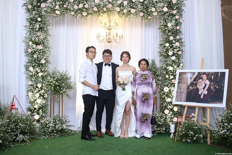 Vy-Cuong-wedding-instant-print-photo-booth-in-Bien-Hoa-Chup-hinh-lay-lien-Tiec-cuoi-tai-Bien-Hoa-WefieBox-Photobooth-Vietnam-113.jpg