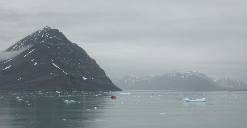 scenic cruising Liefdefd fjord  copy.jpg
