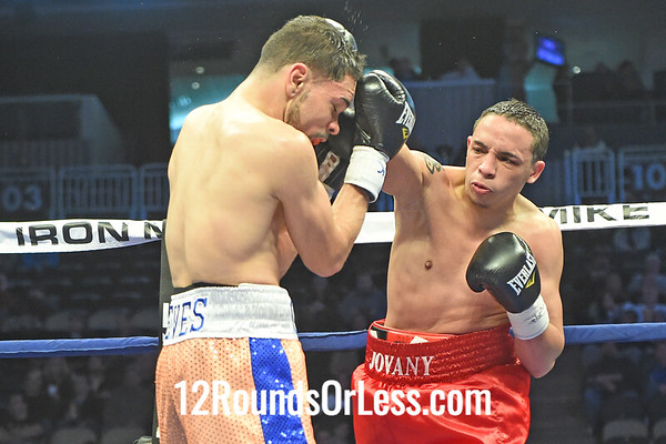 Bout 2 Antonio Nieves(Red Corner), Cleveland, OH -vs- Jiovany Fuentes(Blue Corner), Bayamon, P.R., Jr. Featherweights