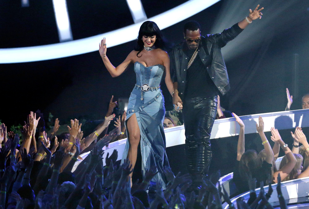 . Katy Perry, left, and Juicy J accept the award for Best Female Video at the MTV Video Music Awards at The Forum on Sunday, Aug. 24, 2014, in Inglewood, Calif. (Photo by Matt Sayles/Invision/AP)