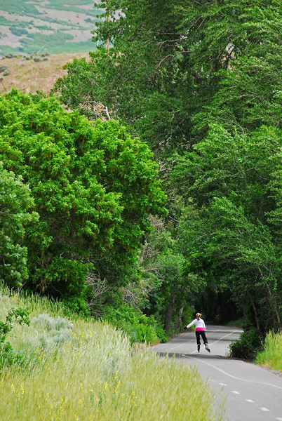 5/29/07 – Working at the mouth of the canyon is great. As the weather continues to get warmer the canyon parkway gets busier. This woman on roller blades was really enjoying the wide-open trail going up the canyon.
