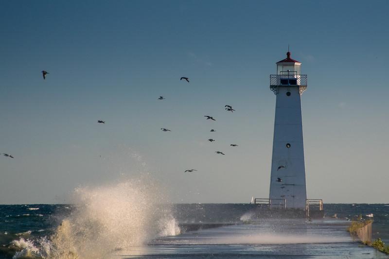 25 knot NW wind, Sodus Bay Pier Light