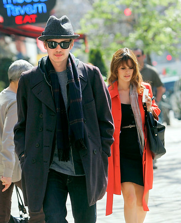 2008-04-18 - Rachel Bilson and Hayden Christensen filming 'NY I love you'