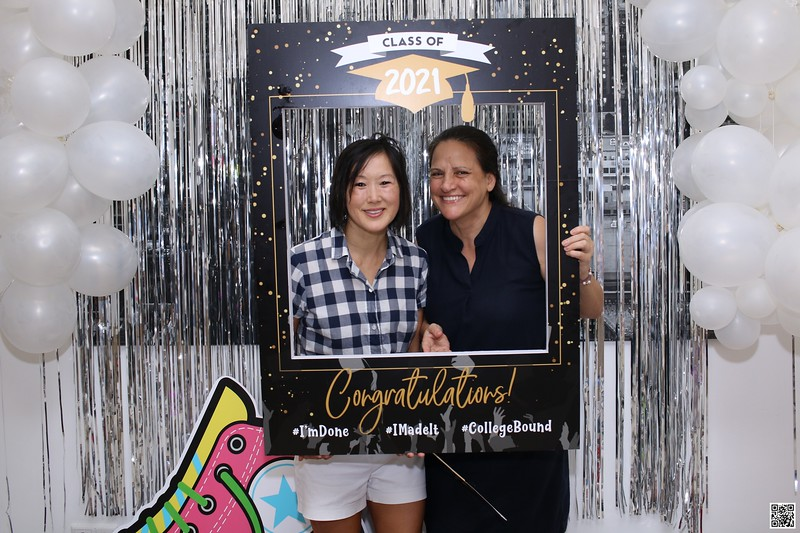 graduation-party-class-of-2021-instant-print-photo-booth-in-ho-chi-minh-Chup-hinh-in-anh-lay-lien-Tiec-Tot-Nghiep-2021-WefieBox-Photobooth-Vietnam-cho-thue-photo-booth-096.jpg