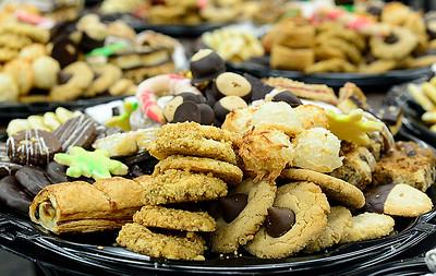 JVS assembles Christmas cookie trays