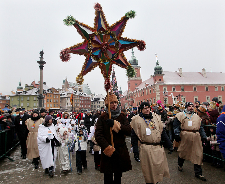 . Citizens of Warsaw watchingthe Epiphany parade   in Warsaw, Poland, Wednesday, Jan. 6, 2016. The Epiphany day celebrates the visit of the Three Kings to the infant Jesus. (AP Photo/Czarek Sokolowski)