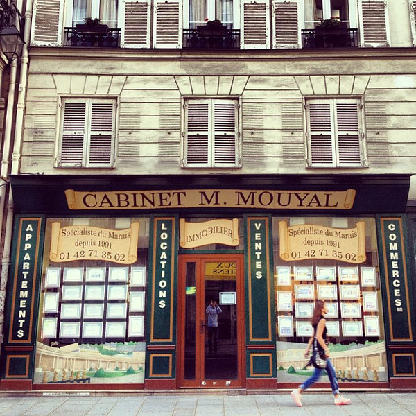 Walk on by...cannot even imagine a flat search in Paris Marais #lovingthemoment