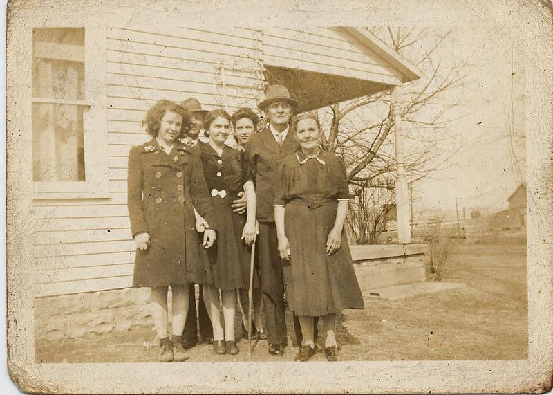 Emma, Walter and Annabelle Lindzy, Doris Dodrill, T.T. James and Margaret (Maggie) James