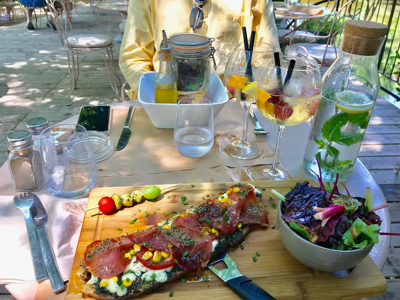 Lunch in L'Isle-sur-la-sorgue
