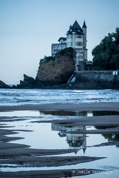 Villa Beltza à Biarritz vue à partir de la plage de la Côte des Basques