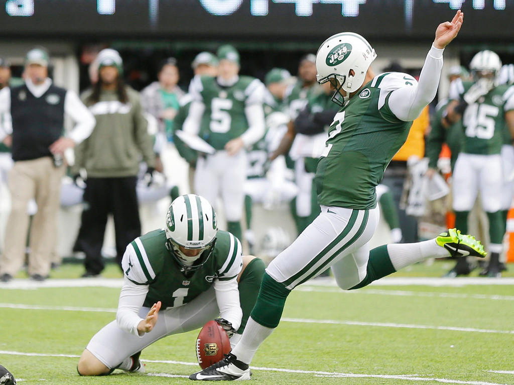 . New York Jets kicker Nick Folk (2) kicks a field goal during the first half of an NFL football game against the New Orleans Saints Sunday, Nov. 3, 2013, in East Rutherford, N.J.  (AP Photo/Mel Evans)