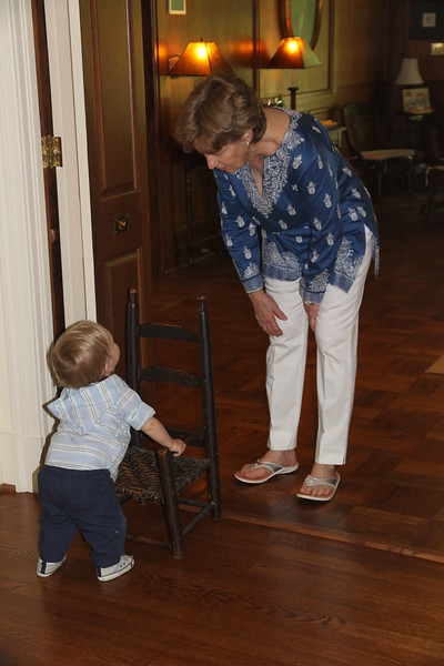 Great-Aunt Mary Ann offering to help Elliot