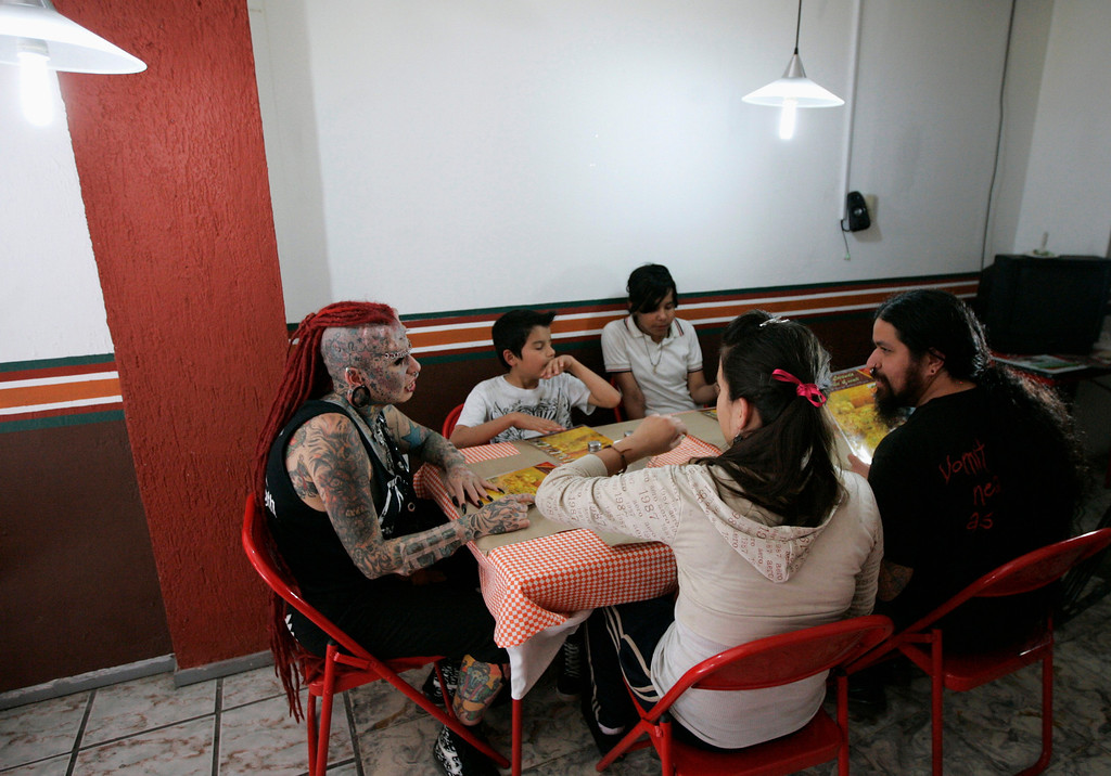 . Maria Jose Cristerna (L), has lunch with her children and partner David Pena at a pizza restaurant in Guadalajara February 29, 2012. REUTERS/Alejandro Acosta
