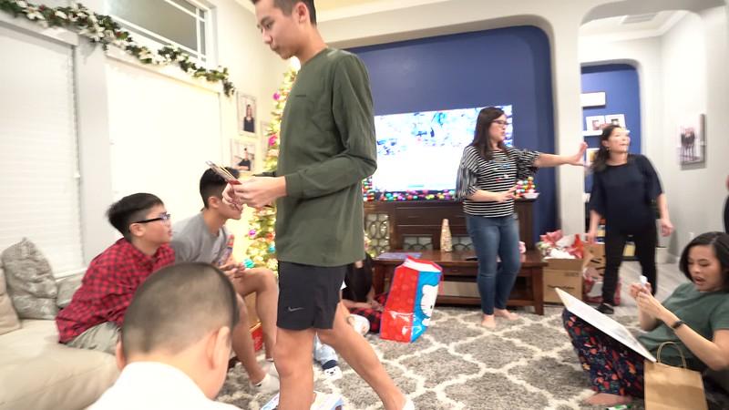 20181225_christmas-ho-family-video_22.MP4