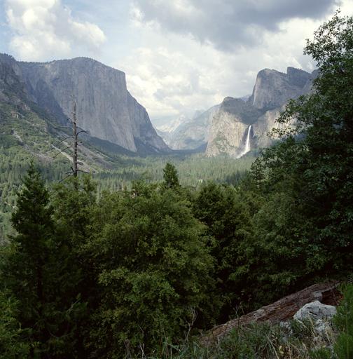 Yoesmite Valley.jpg