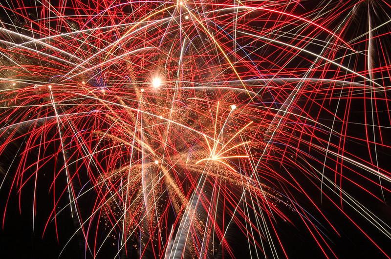 fireworks_3_by_victorg6546.jpg