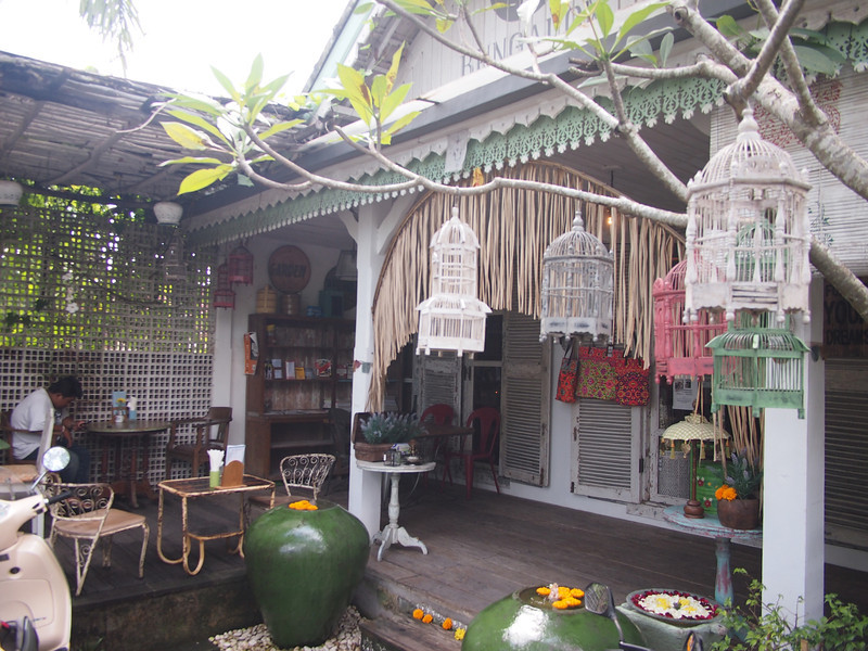 P5137967-bungalow-living-cafe-outside.JPG