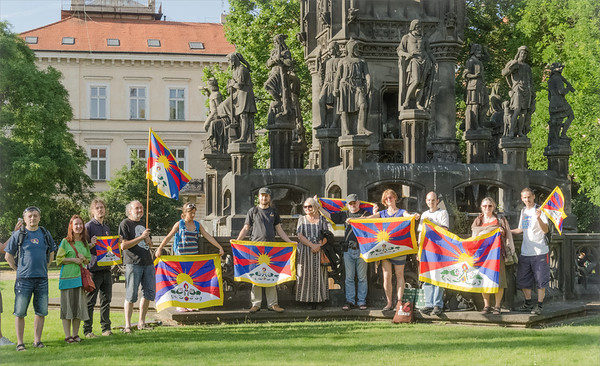The Czechs support Tibet walking 2014 June
