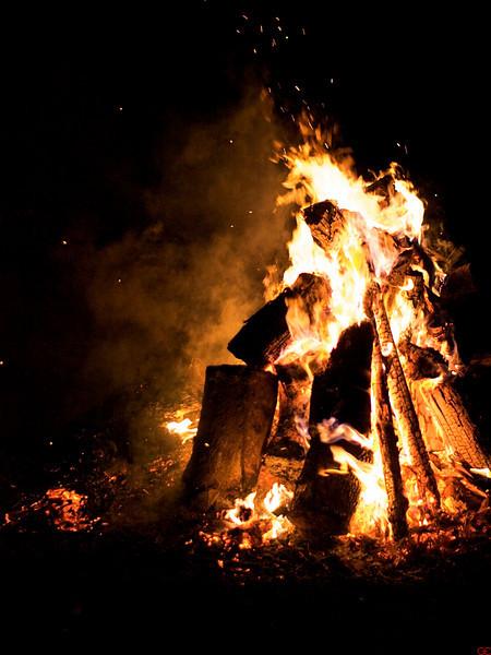 Kveldsbål på Sabah Tea Farm. Mars 2010. ********** Campfire at Sabah Tea Farm, March 2010. (Foto: GeirI