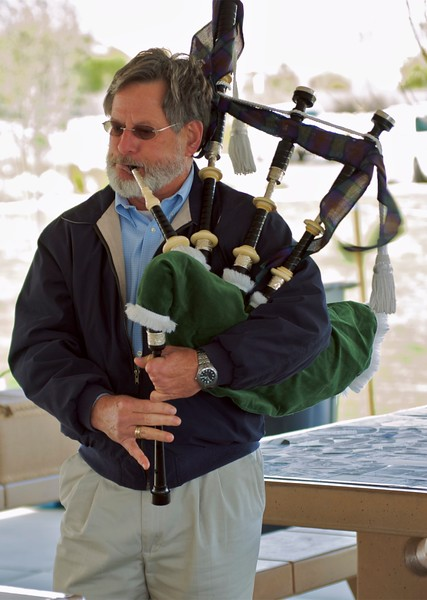 Mickey Bench Bagpipes (3).jpg
