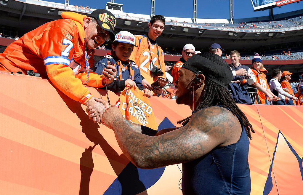 . Denver Broncos strong safety Omar Bolden (31) signs autographs before the start of the game. The Denver Broncos take on the New England Patriots in the AFC Championship game at Sports Authority Field at Mile High in Denver on January 19, 2014. (Photo by John Leyba/The Denver Post)
