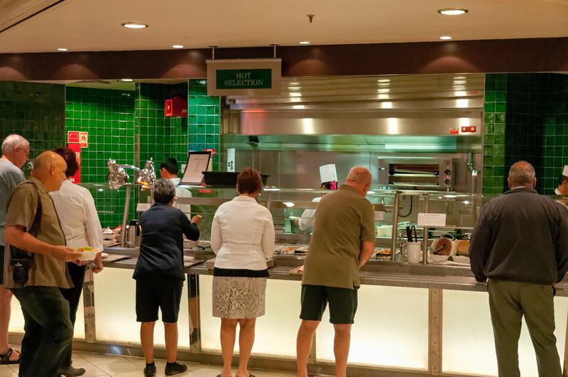 Das Frühstücksbuffet in der Kantine ist eröffnet. Wir haben aber im Restaurant gegessen. Ist gemütlicher.