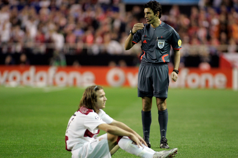 The Swiss referee Massimo Busacca and Diego Capel (Sevilla). UEFA Champions League first knockout round game (second leg) between Sevilla FC (Seville, Spain) and Fenerbahce (Istambul, Turkey), Sanchez Pizjuan stadium, Seville, Spain, 04 March 2008.