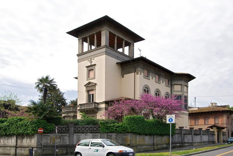Villa in Pisa.jpg