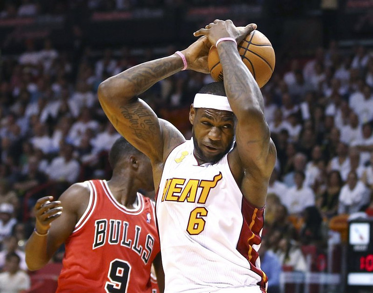 ". <p>9. NBA <p>Wake us in six months when the playoffs start. On second thought, wait until the Finals. (unranked) <p><b><a href=\'http://sportsillustrated.cnn.com/nba/news/20131030/miami-heat-lebron-james-chicago-bulls-opener/\' target=""_blank\""> HUH?</a></b> <p>    (AP Photo/J Pat Carter)"