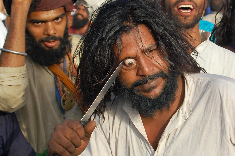 . A Sufi Kalandar (wandering ascetic) performs an act of self torture during devotion at the annual Urs (death anniversary) of Sufi saint Khwaja Moinuddin Chishti in Ajmer on June 2, 2011.  Also known as Gharib Nawaz or \'Benefactor of the Poor\', he established the Chisti order on the Indian subcontinent and is the most famous Sufi saint of the Chishti Order in the region.  AFP PHOTO/ STR