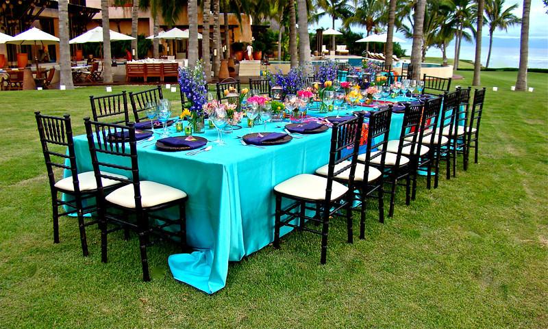 18 Adults Rectangular Table Setting