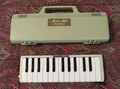 Yamaha/Tokai Gakki  Pianica 25, P-25