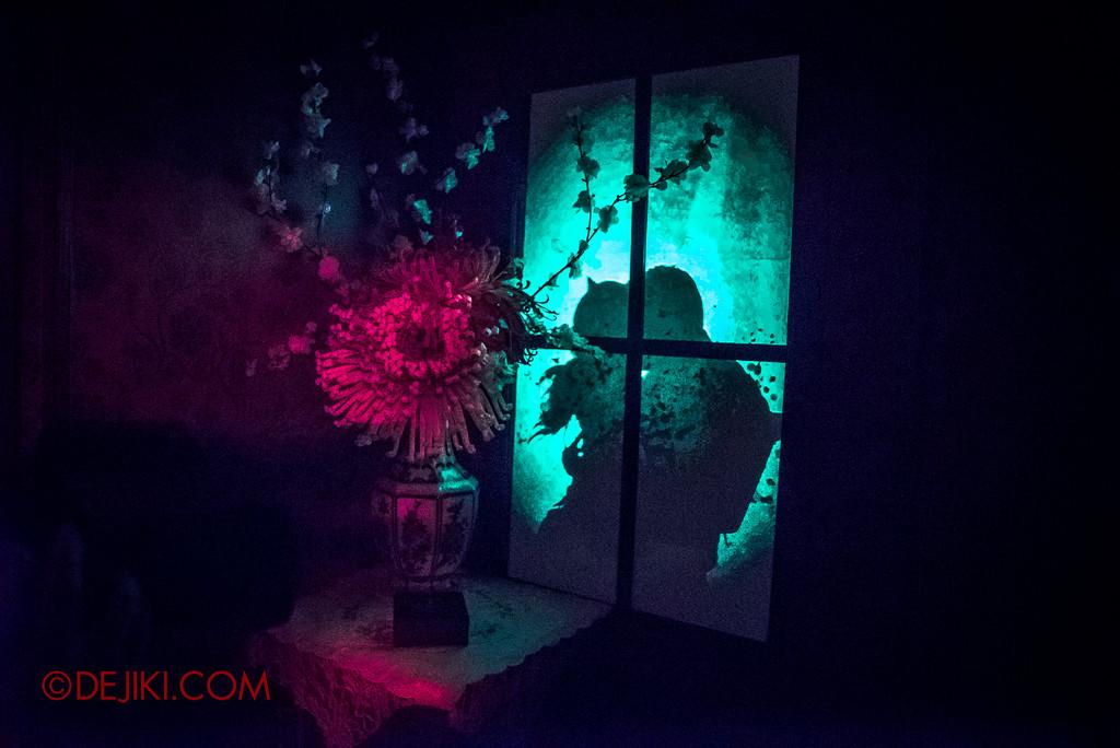 Halloween Horror Nights 6 - Hu Li's Inn / Hu Li's Victim outside