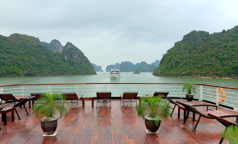 """Sailing through Halong Bay aboard the """"Orchid"""" cruise boat"""
