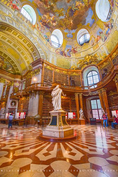 Österreichische-Nationalbibliothek-Hall.jpg