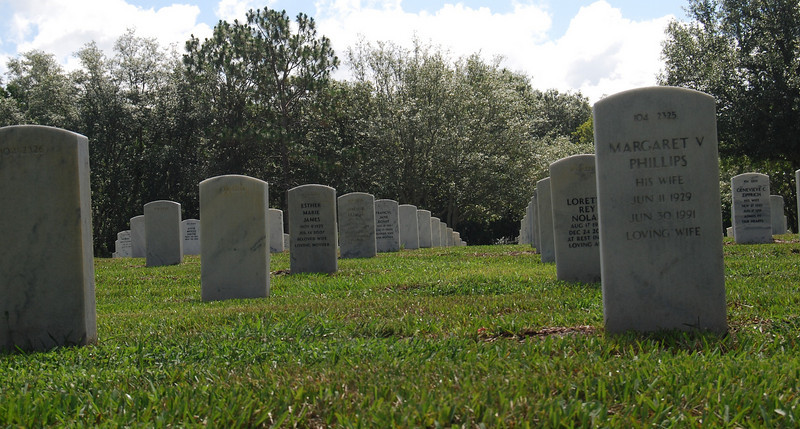 20 Graves at Florida National Cemetery.jpg