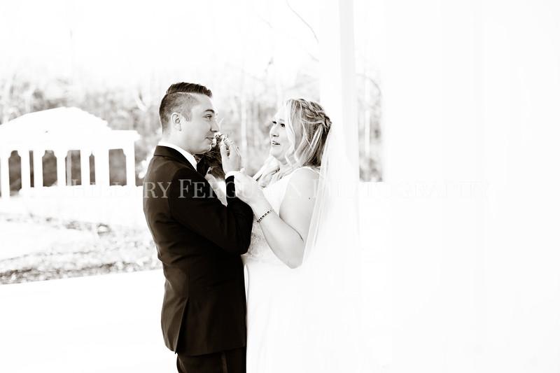 Hillary_Ferguson_Photography_Melinda+Derek_Getting_Ready389.jpg