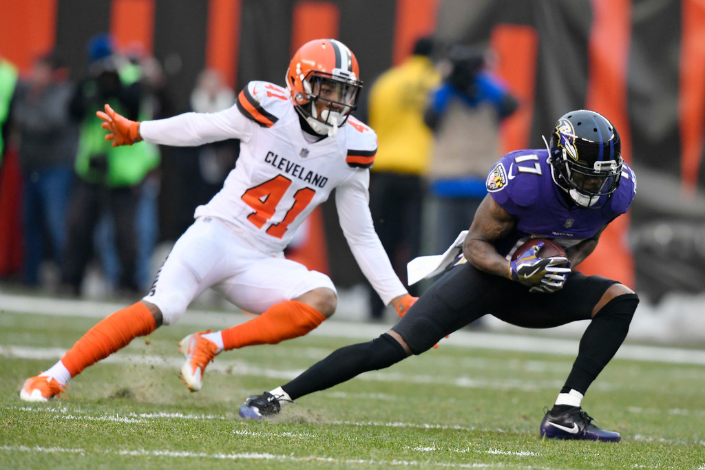. Baltimore Ravens wide receiver Mike Wallace (17) catches a pass as Cleveland Browns defensive back Michael Jordan (41) defends during the second half of an NFL football game, Sunday, Dec. 17, 2017, in Cleveland. (AP Photo/David Richard)