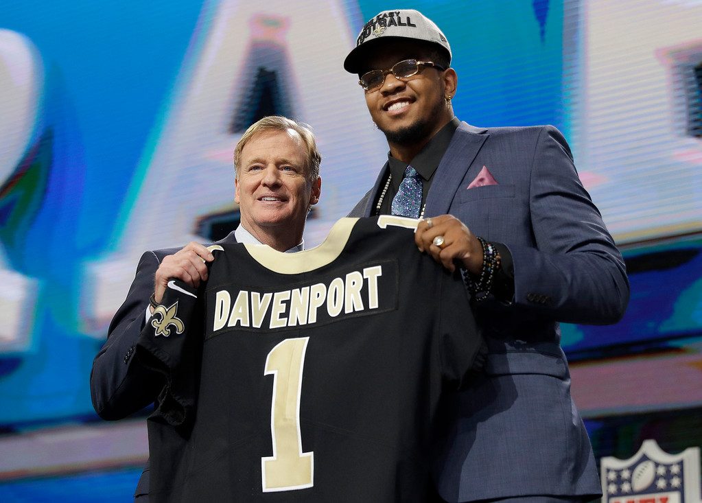 . CORRECTS THAT DAVENPORT PLAYED AT UTSA, INSTEAD OF UTEP - NFL Commissioner Roger Goodell, left, presents UTSA\'s Marcus Davenport with his New Orleans Saints jersey during the first round of the NFL football draft Thursday, April 26, 2018, in Arlington, Texas. (AP Photo/David J. Phillip)