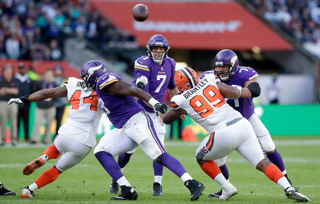 . Minnesota Vikings quarterback Case Keenum (7) throws during the first quarter of an NFL football game against Cleveland Browns at Twickenham Stadium in London, Sunday Oct. 29, 2017. (AP Photo/Matt Dunham)