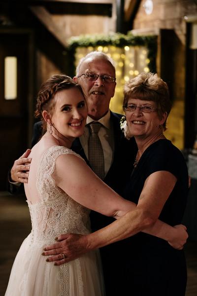 rustic_ohio__fall_barn_wedding-406.jpg