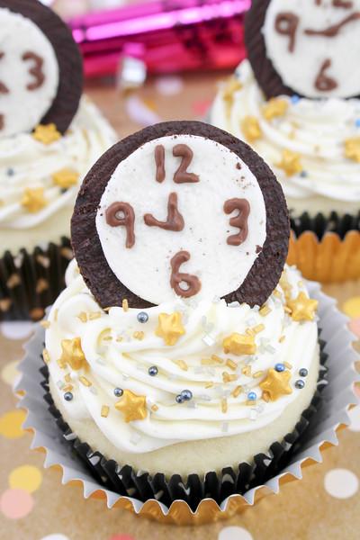 New Year's Eve Countdown Cupcakes 7.jpg