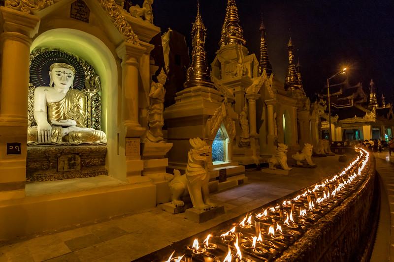 Night scene at the Shwedagon Pagoda